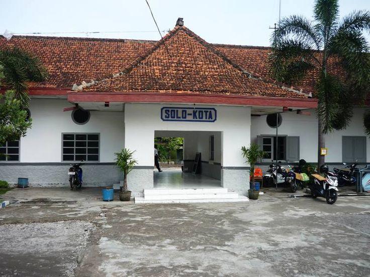 Stasiun Solo-Kota (STA) merupakan stasiun kereta api yang terletak di Sangkrah, Pasar Kliwon, Surakarta, Jawa Tengah. Karena letaknya itulah, stasiun ini juga disebut sebagai Stasiun Sangkrah.