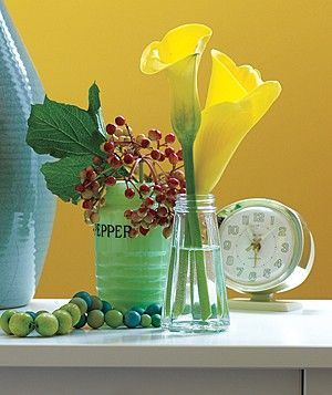 Spare salt and pepper shakers (or ones you pick up from a thrift store) make great bud vases for spring flowers.