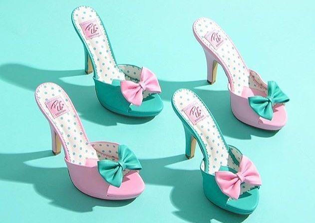 """#PinUpCouture #шлёпанцы ретростиль #ретростиль Pleaser #Pleaser #PinUp обувьнакаблуке #обувьнакаблуке Шлёпанцы SIREN-03 на каблуке с бантиком на союзке для любительниц обуви в ретро (пин ап) стиле Бренд: Pin Up Couture - США Высота каблука: 10,2 см Высота платформы: 1,3 см Заказ у производителя делаем каждый четверг Срок доставки - 2 недели Актуальная цена, выбор варианта цвета (бирюзово-зелёный, розовый, чёрный), размера, купить в интернет-магазине """"Золушка"""""""
