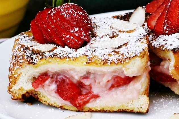 strawberry cream cheese stuffed french toast. i've had this recipe bookmarked for sooo long, but i'm always too tired in the morning to make a breakfast like this