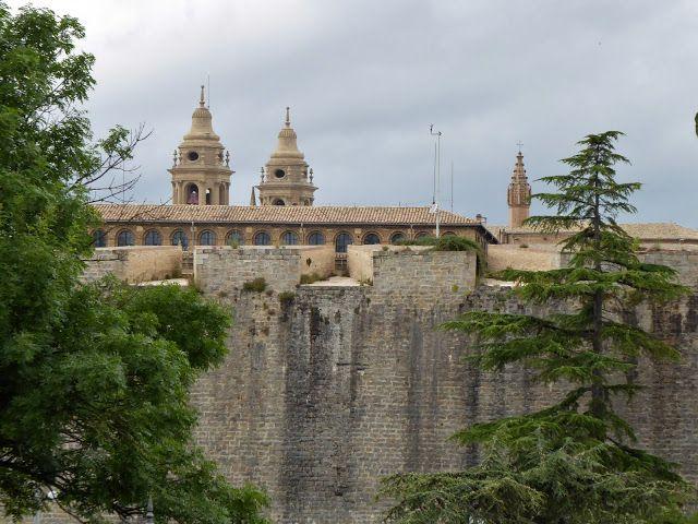 Adoquines y Losetas.: Catedral.Baluarte de Labrit