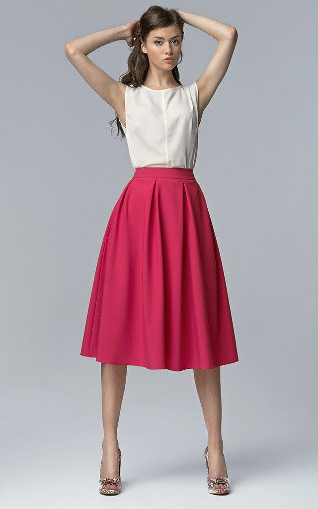 I like the cut of the top. I want something similar.  |  Midi skirt with pockets - SilkFred