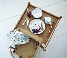Melamine baby-/kinderservies van het Deense merk Done by Deer.  Bord Happy Dots Elphee €8,95, kom €6,95