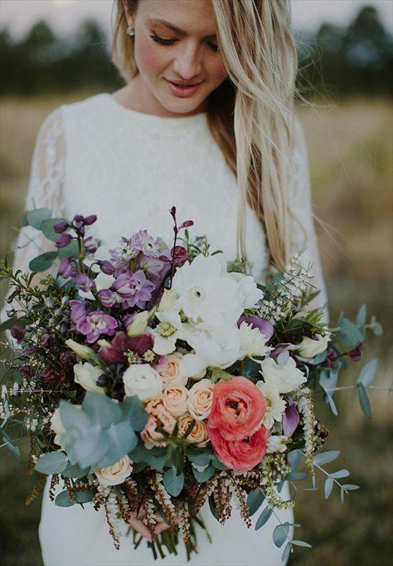 bohemian #wedding bouquet featuring ranunculus, sweetheart roses, and freesia. | photo: heart and colour, bouquet: stem design | via emmalinebride.com