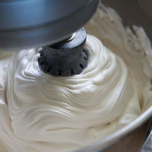 Fluffy Brown Sugar Icing Recipe ~ Says: it held it's shape and gained a glossy shine. It was amazing, and the taste is stellar. It's like a fluffy caramel marshmallow frosting.