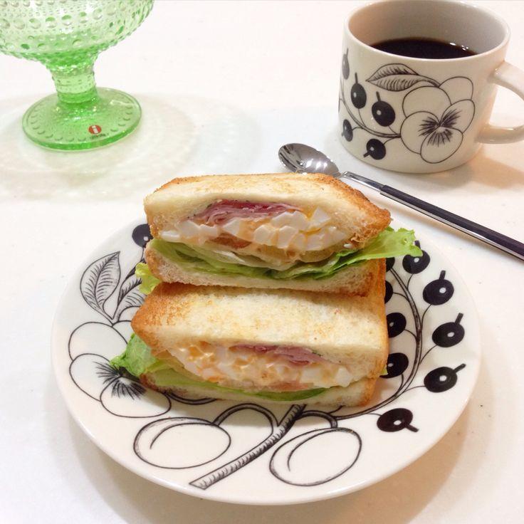 ハム卵サンドウィッチで、朝ごはん。