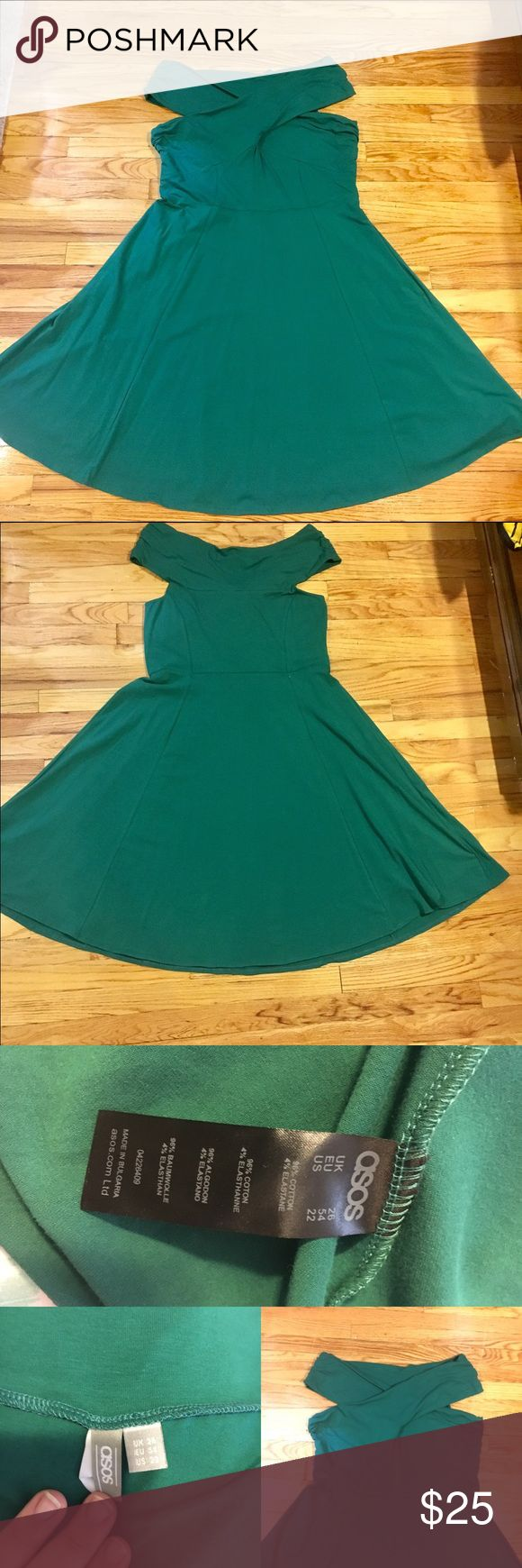 ASOS Curve Green Bardot Midi Dress NEW ASOS cross top Bardot dress in green. Shoulders are adjustable and create beautiful twist on the front of dress. Skirt is in the skater style and swings from body without adding bulk to the dress. ⭐️Bundle 3 for 15% off ✔️⭐️Fast Shipper 🏃🏻♀️⭐️Ask me questions ⁉️ ASOS Curve Dresses Midi