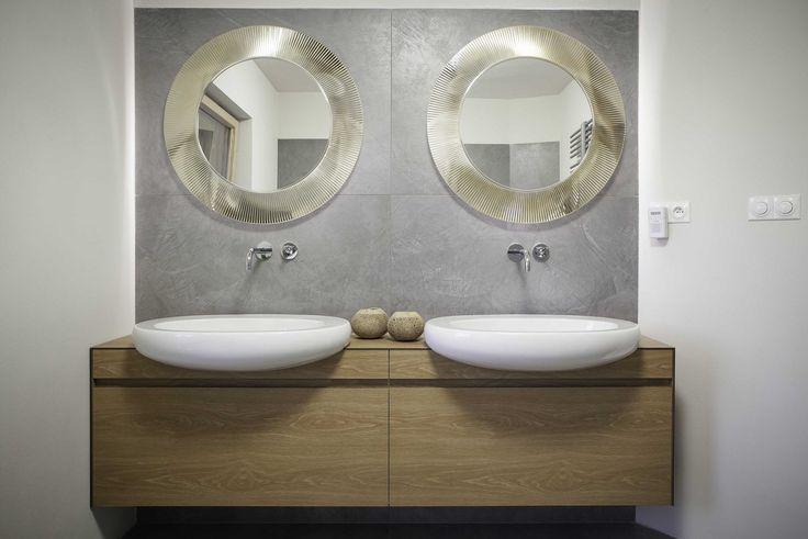 Nábytek v koupelně je ze 100% voděodolného laminátu.