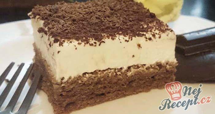 Výborný zákusek se zakysanou smetanou, kakaovým těstem a dozdobený čokoládou. Mňam! Autor: kvietok278