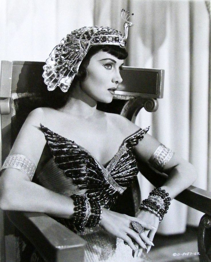 Alexis Smith as Cleopatra.....Uploaded by www.1stand2ndtimearound.etsy.com