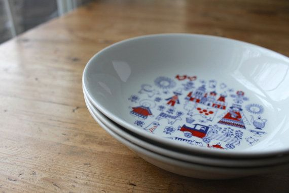 Mattis Day Out.  Set of three vintage Arabia of Finland childrens bowls in the charming Matin Matka (Mattis Day Out) pattern, designed by Raija
