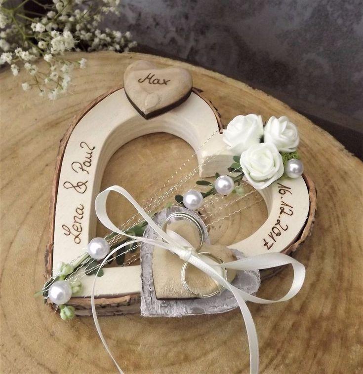 Ringkissen Brautpaar mit Kind Ringhalter Holzherz creme mit Namen zur Hochzeit