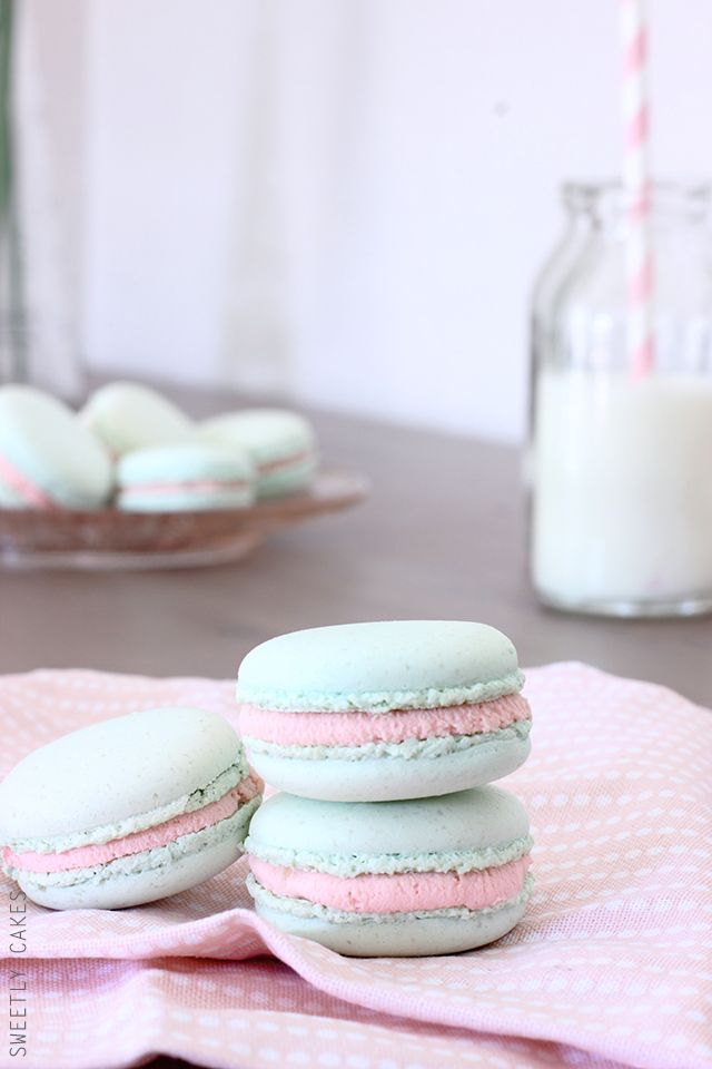 Macarons chocolat blanc & confiture de fraise - Sweetly Cakes