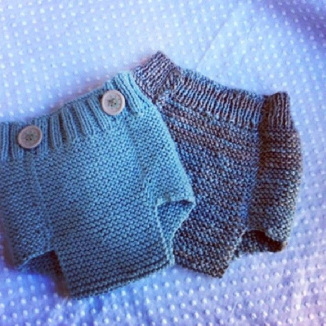 These ones look like newborn size. I do wish I lived in Madrid and could take knitting classes with babyandpoint