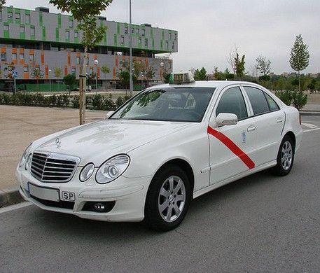 Le Tour du monde des taxis #madrid  #thevenoud #rapport #taxis #vtc #urbain  A vous de choisir la couleur pour les taxis français ! Le sondage :  http://www.lumieresdelaville.net/2014/04/24/rapport-thevenoud-une-meme-couleur-pour-les-taxis-en-france-sondage-quelle-sera-la-votre/
