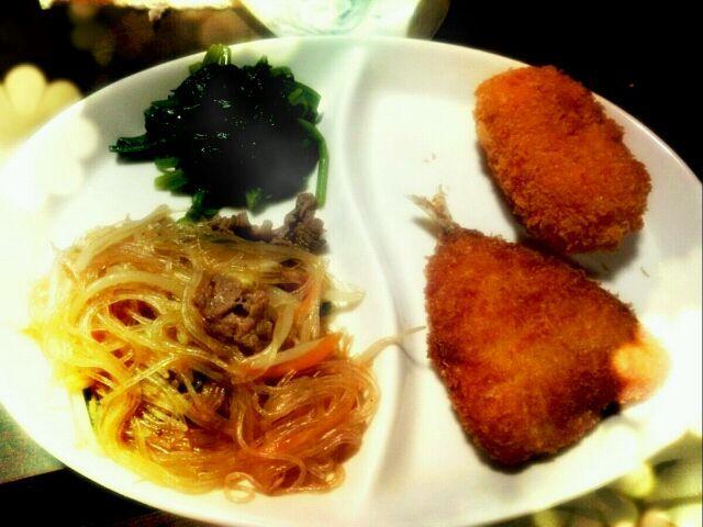初めてダシダ使ってみました♪ チャプチェ美味しかった(*´∀`)♪ - 26件のもぐもぐ - 昨日の夕御飯  アジフライ、コロッケ、チャプチェ、ほうれん草のナムル by ちぃ