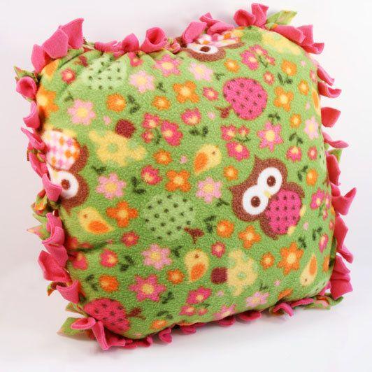 DIY no-sew fleece pillow! www.fiskars.cpm
