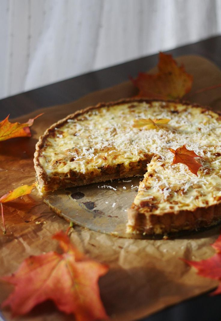 Kantarellipiirakka // Chantarelle Pie Food & Style Annamaria Niemelä, Lunni leipoo Photo Annamaria Niemelä www.maku.fi