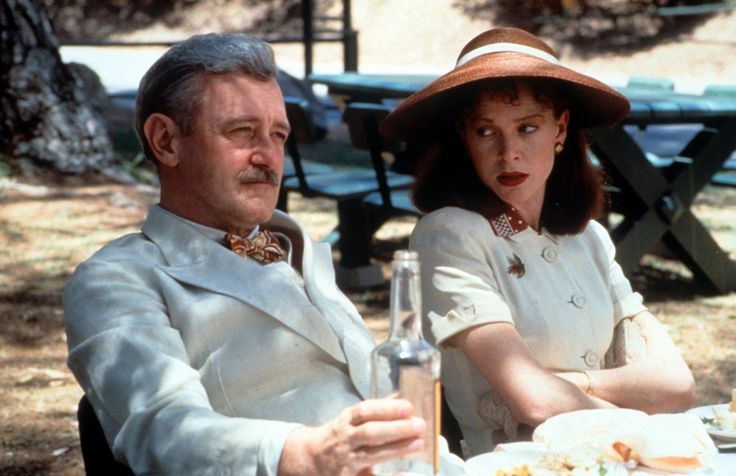 Judy Davis and John Mahoney in Barton Fink (1991)