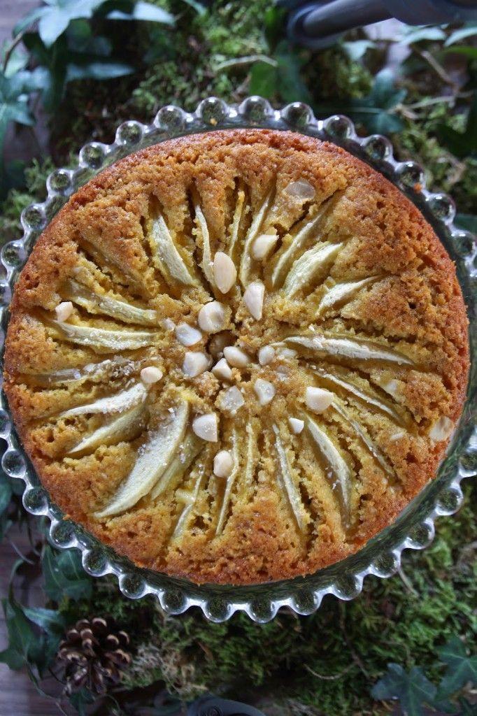 Oggi vi propongo un dolce perfetto per la merenda e la colazione, che non durerà a lungo, ahimé, perchè è davvero delizioso! Un pò rustico con le mele, le nocciole, l'avena e le spezie... da gustare con una bella tazza di té fumante! La prima ricetta scelta dal gruppo Re-cake 2.0 che riparte alla grande! Ho seguito le istruzioni di Sara, molto chiare, anche per preparare in casa il buttermilk (latticello). Buono a sapersi: se non trovate la farina d'avena, potete farla voi tritatando ...