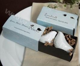 Originálny darček Soľnička a korenička Love Birds http://www.coolish.sk/sk/originalne-svadobne-darceky/solnicka-a-korenicka-love-birds