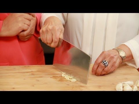 [ FOOD RELATED TIPS ] How to Use a Chinese Cleaver Knife #cooking #cookingtips