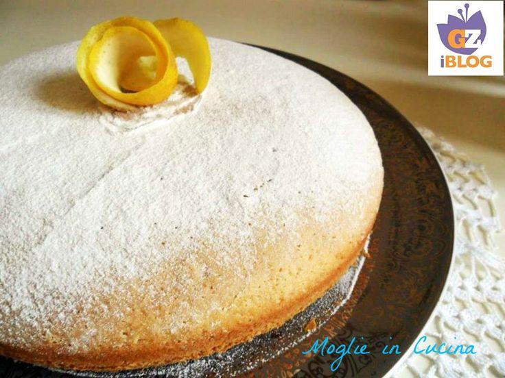 La torta all'acqua senza uova e burro, è un dolce soffice e leggero, dal gusto delicato. Io che proprio non riesco a rinunciare al dolce, questo è sicuramente uno dei più light.