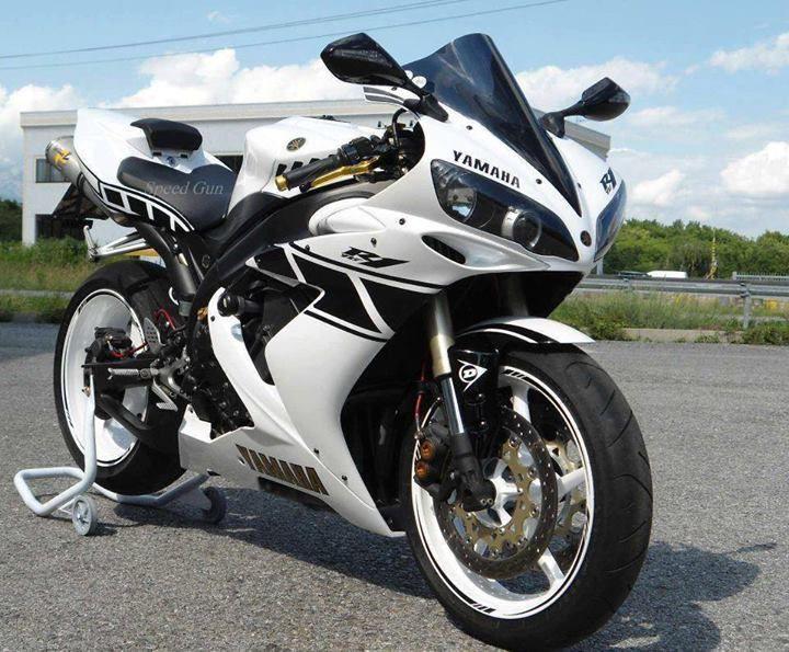 Yamaha R1                                                                                                                                                                                 Mais