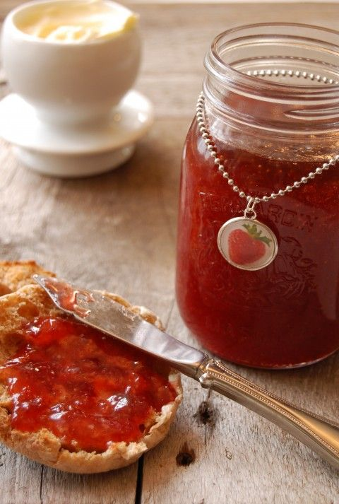 I LOVE this.....charms for your jelly/jam jars.   from  theartofdoingstuff.com --    (jewelry charms bought here:  http://www.photojewelrymaking.com/)