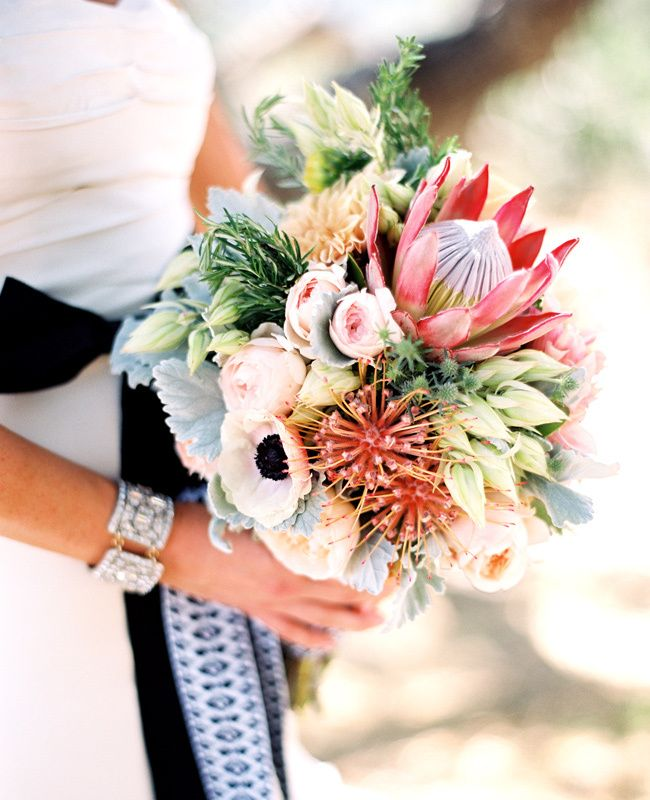 A chic-southwest inspired wedding..love huge protea, bridal protea, with romantic garden roses and anemones #VisionsEventStudio #ChicagoProposalPlanner #ChicagoWeddingPlanner