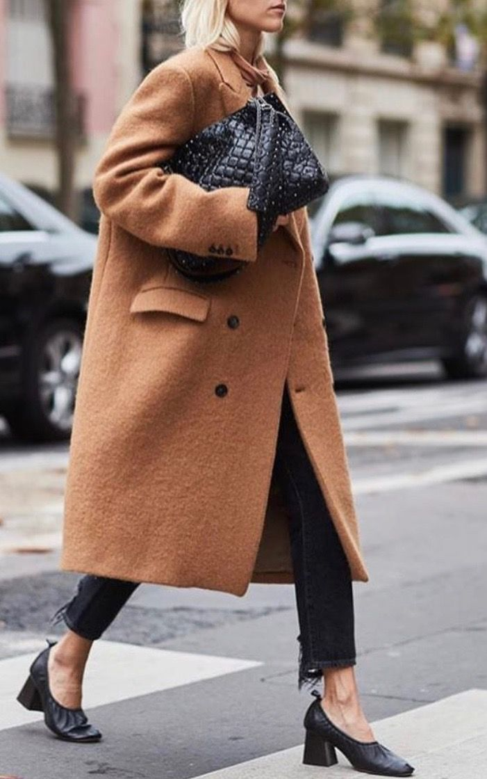 the latest a4de5 95c03 Oversize camel coat and cropped black denim | Outfit inspo ...
