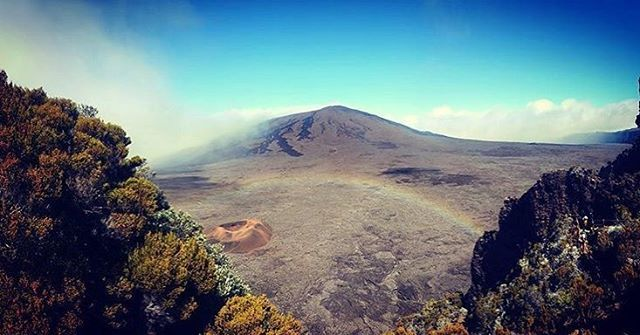 Ok it's Monday... but life is amazing just like the rainbow on this picture taken on the French island of Reunion in the Indian Ocean by @sylvain31180 . 頑張ります! . . . . . #france #法國 #フランス #francia #프랑스 #prancis #فرانسه #frança #франция #ฝรั่งเศส #fransa #pháp #visitfrance #travel #photo #photography #picoftheday #photooftheday #行きたい #beautyoffrance #francecommunity #volcano #rainbow #nature #beautiful #amazing #igers #indianocean #igersfrance #山