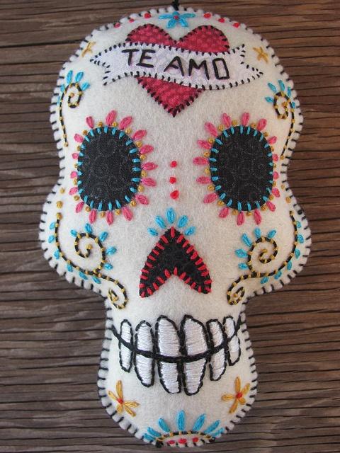 """DIA DE LOS MUERTOS ☠~Felt Day of the Dead Embroidered """"Te Amo"""" Sugar Skull"""