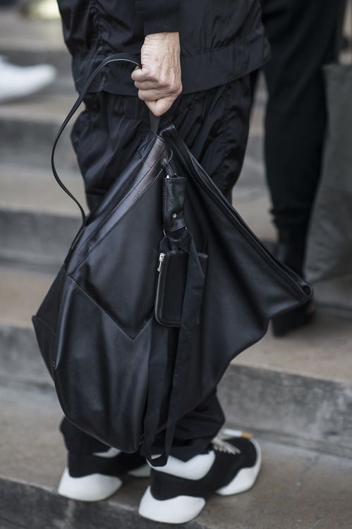 All black fashion • Rick Owens • Paris Fashion Week • Photo by Julien Boudet • bleumode.com