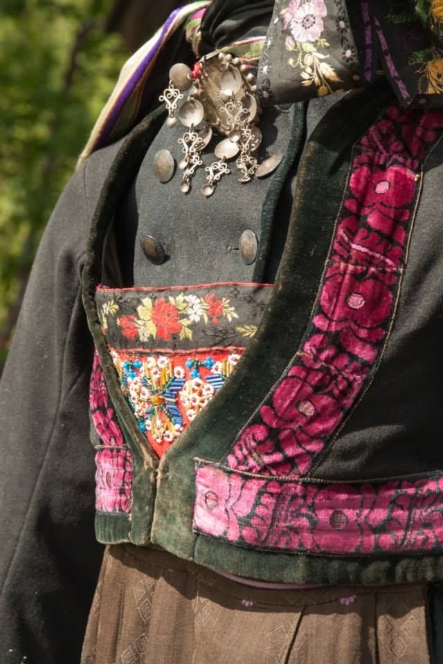 Kvinnebunad fra Numedal på Dagali Museum, http://www.hallingdal-museum.no/ https://www.facebook.com/pages/Hallingdal-Museum/111244475554232