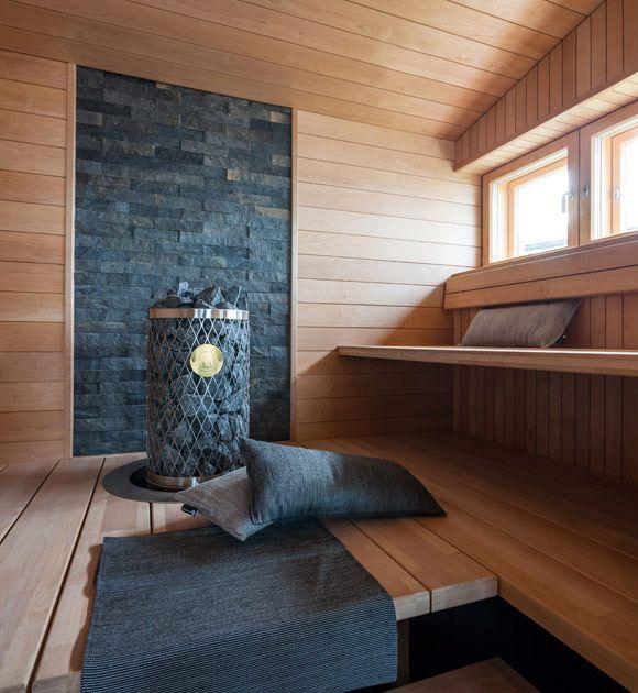koko löylyhuoneen täyttävä alalaude, oisko kätevä lasten kanssa? Muutenkin hieno sauna :)