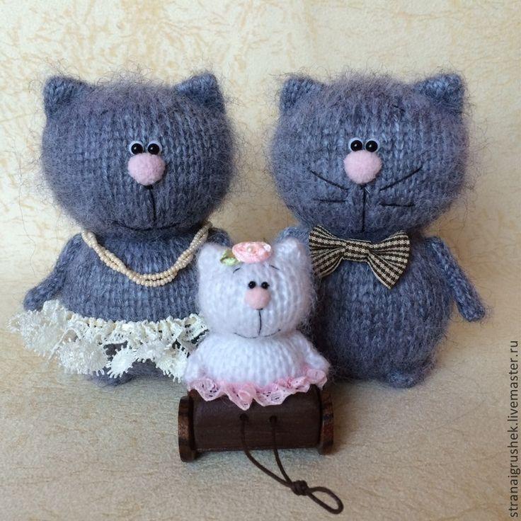 Семейка кисок. - коты и кошки,вязаная игрушка,вязаные коты,котенок,свадебные коты
