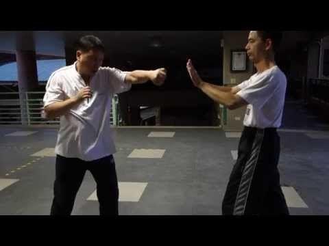 太極拳實戰用法之砸拳出法 - YouTube