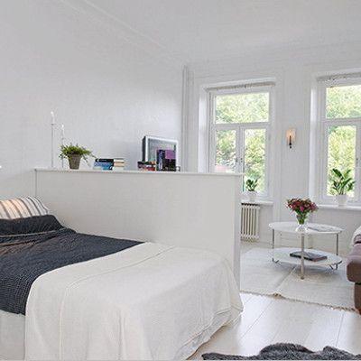 strefa sypialniana wydzielona z dużego pokoju