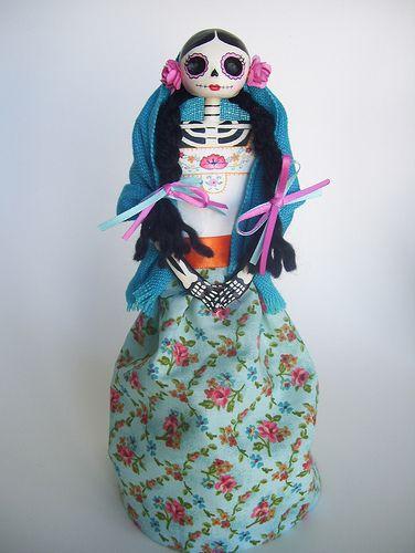 Catrina mexicana. Dia de los muertos. Catrina paper mache doll. Love the colors