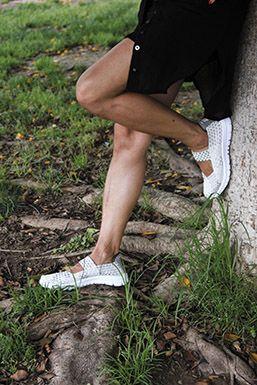 Deportivas elástica trenzada con sujeción al empeine, en gris-plata, muy cómodas y ligeras