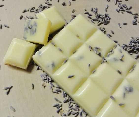 Badeschokolade mit Lavendel und Sheabutter: