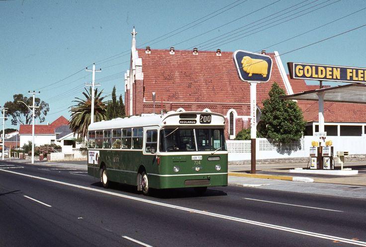 Old MTT bus on Stirling Highway in Nedlands.