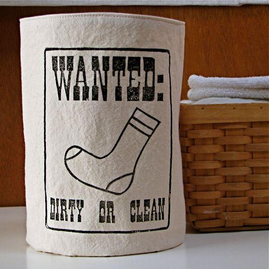 Cestino cercacalzini. Inklore ha realizzato un cestino da posizionare vicino la lavatrice per recuperare tutti quei calzini spaiati, sporchi o puliti. Via think.bigchief.it