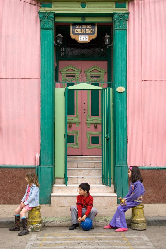 Valparaiso, Chile Kids in front of a colorful houses in the hillside of the city. © Roberto Soncin Gerometta 2007