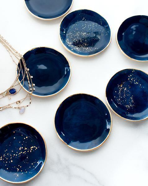 Ring Dish in Navy mit Goldspritzern und Goldrand – #dish #Gold #navy #porcelai