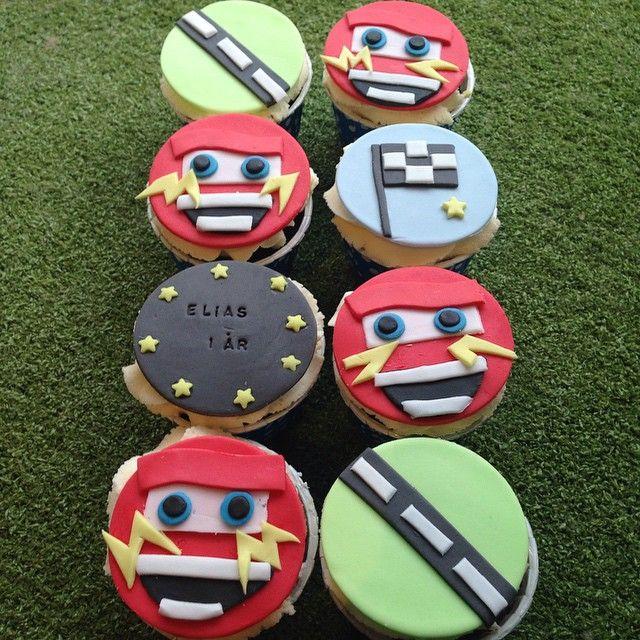 Elias 1 skulle varit Melvin 3 men det gick bra ändå! #cars #blixten #party #fest #kalas #birthday #födelsedag #homemade #hembakat #handmade #sugarpaste #sockerpasta #dekoration #order #beställning #delivery #catering #göteborg #linné #gbgftw