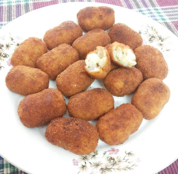 Peynirli Patates Köftesi Tarifi http://www.yemekprogrami.net/kofte-tarifleri/peynirli-patates-koftesi-tarifi.html