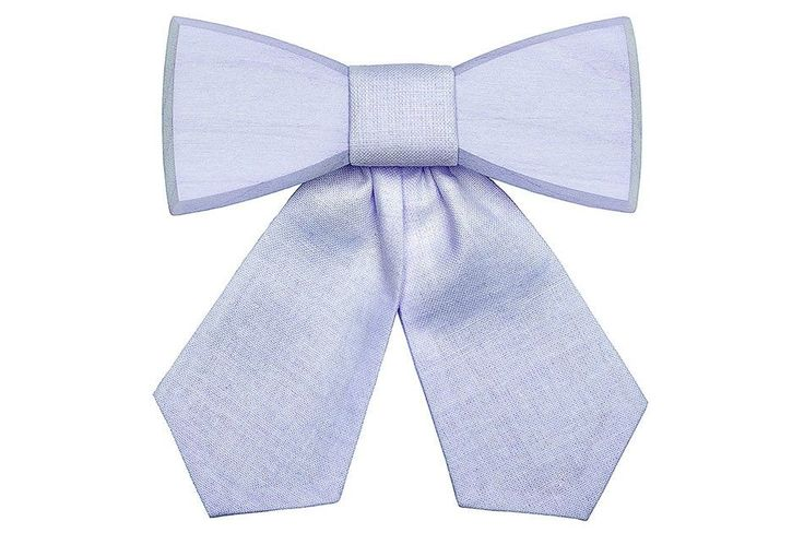 The Dea Serenity wooden bow tie is for all the tranquil ones. It's slick, fresh and adds a touch of pastel to your daily outfit. The quality materials of maple and fabrics were united by hand in the Dea Serenity to create a wonderful, subtle yet fashionable accessory that you're taking things easy, staying on the cool side while doing everything in dilligent and calm way.  The elastic band easily wraps around your neck for maximum comfort and ensures that you can adjust it easily. It is…
