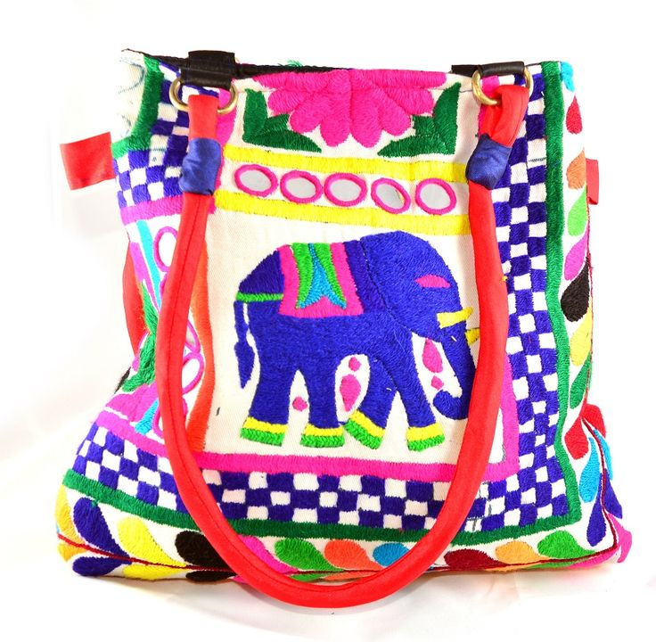 This ontrend print bag is made from high quality canvas. Adjustable overbody strap.